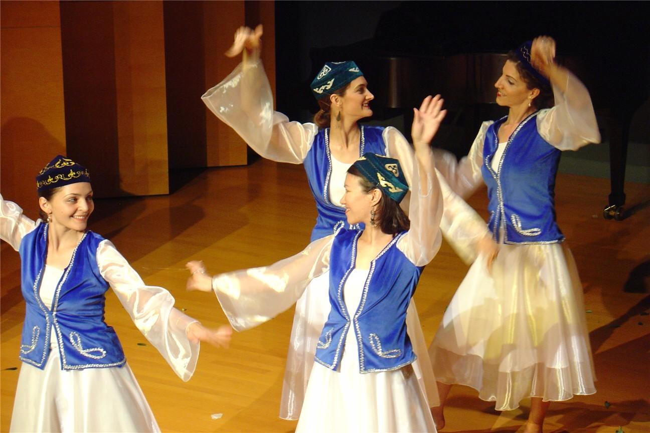Kazakh_dance.jpg
