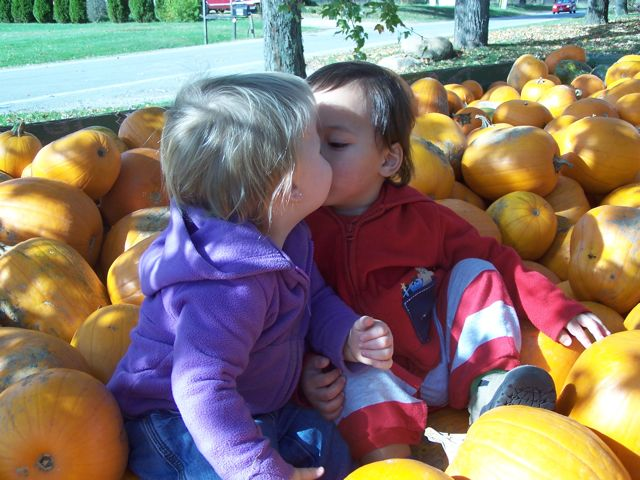 KissingPumpkins.jpg